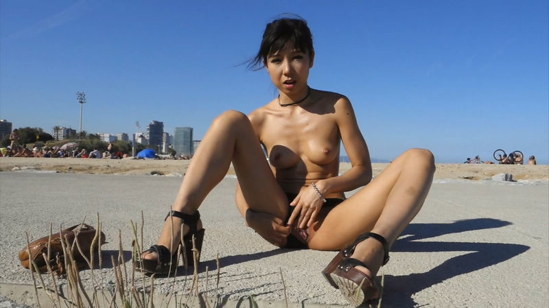 asian-girl-masturbating-public-bae-doona-nude